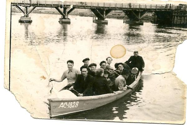 еще катались на реке