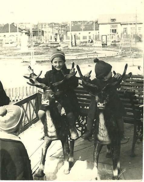 карусели в сквере им. Чехова. лето 1961г