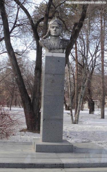 Алексей Маресьев в Александровске-Сахалинском (Alieksiei_Mariesiev_Komsomolsk-na-Amurie.jpg)