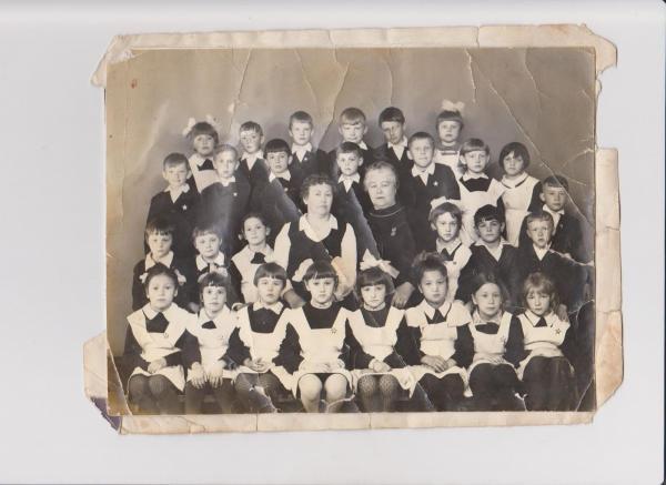 юные жители Александровска ф-л школы№6 1Б класс 1971г.