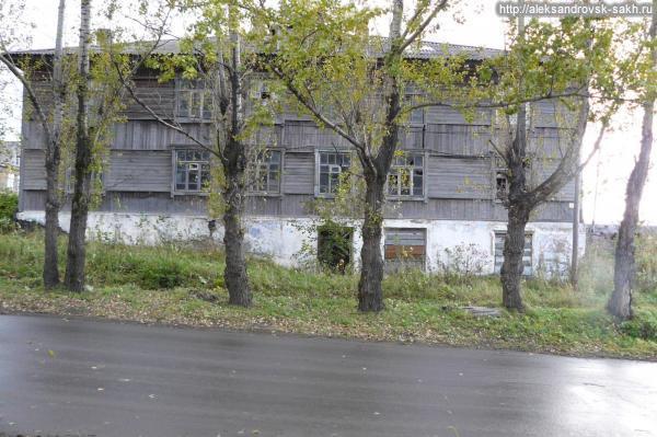 """Дом  """"Мавзолей"""" - """"Подвал"""" по ул.Советская в городе Александровске"""